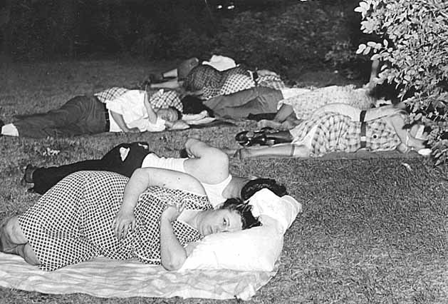 people sleeping outside heat wave (flickr minnesotahistoricalsociety)