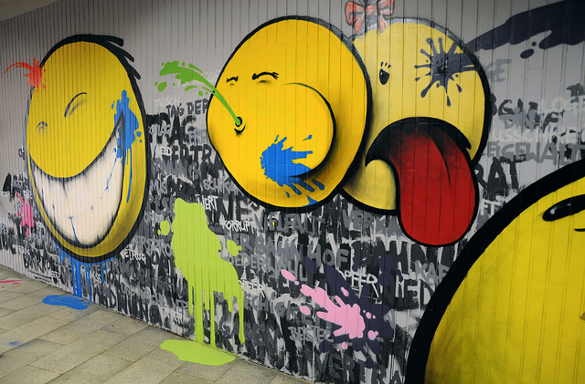 smiley mock graffiti (wwwuppertal flickr)